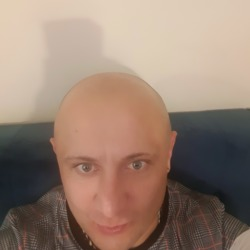 Mateusz is looking for singles for a date