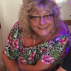 Shaz is looking for singles for a date