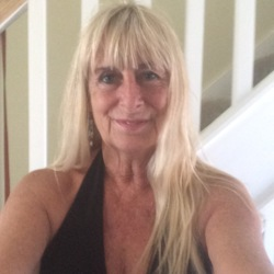 Eve is looking for singles for a date