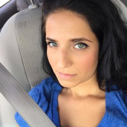 Mellisa is looking for singles for a date