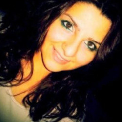 Mozelle is looking for singles for a date