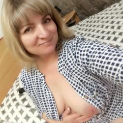 sexting  Brooke in Rhos-y-Meirch