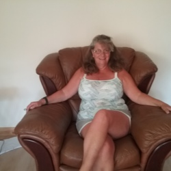 Suzs is looking for singles for a date