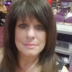 Josephine is looking for singles for a date