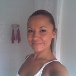 Alexandra is looking for singles for a date