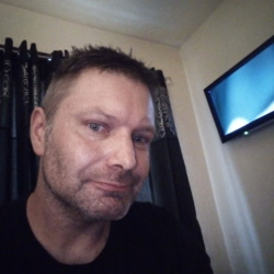 Lauro is looking for singles for a date