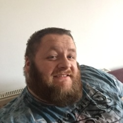 Thomas is looking for singles for a date