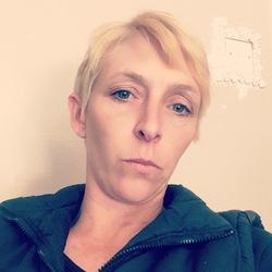 Claire (40)