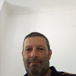 Simono is looking for singles for a date