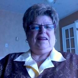 Raymonde is looking for singles for a date