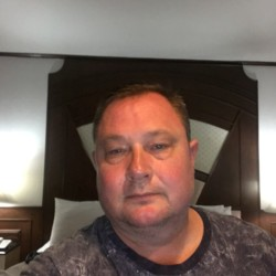Mogens is looking for singles for a date