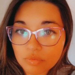 Ivani is looking for singles for a date
