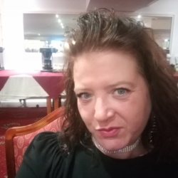 Lovelyzoe is looking for singles for a date