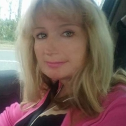 Stacey is looking for singles for a date