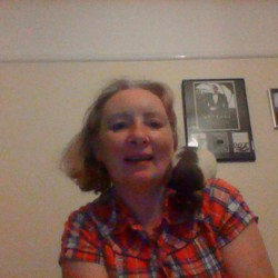 Ilovesqueak is looking for singles for a date