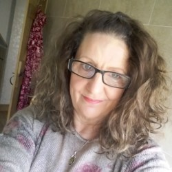 Janette is looking for singles for a date