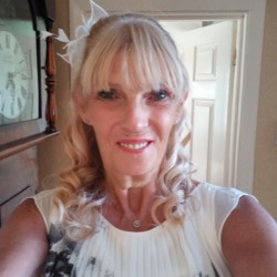 Georgin is looking for singles for a date