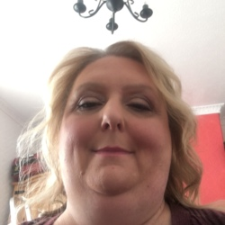 Eleanor is looking for singles for a date