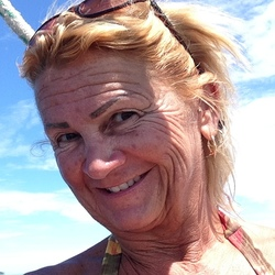 Lori is looking for singles for a date
