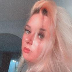 Ellie-Jayne is looking for singles for a date