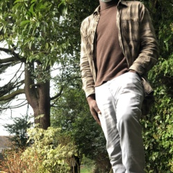Opeyemi is looking for singles for a date