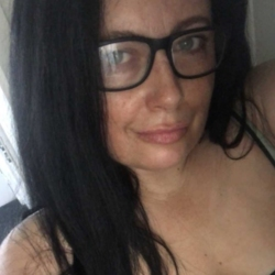 Jazlene is looking for singles for a date