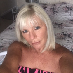 Lynnehill is looking for singles for a date