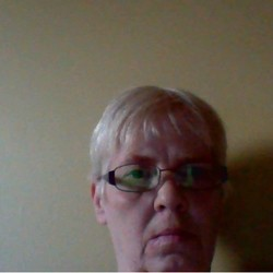 Joeanne is looking for singles for a date