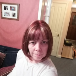 Martina is looking for singles for a date