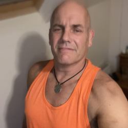 Pukkapad is looking for singles for a date