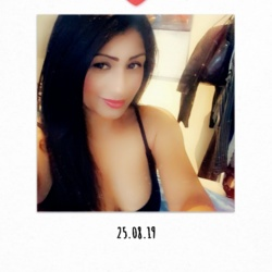 Lili is looking for singles for a date